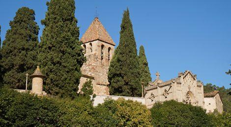Recinte del cementiri i l'església de la Doma, a la Garriga.