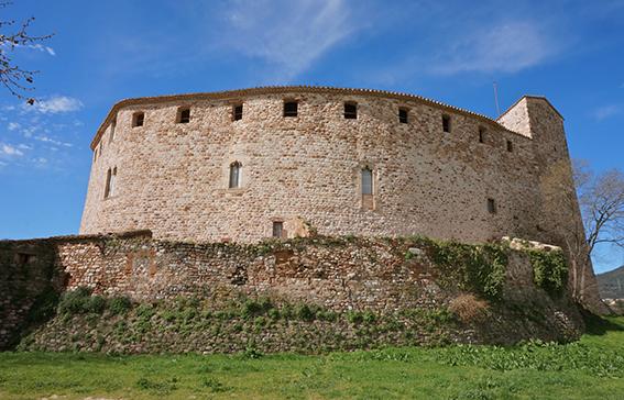 10 castells catalans sorprenents. Exterior del Castell de Sentmenat.
