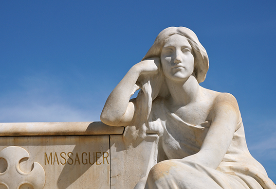 Escultura de Josep LLimona al cementiri d'Arenys de Mar.