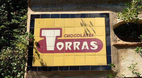 Rètol de Xocolates Torres al santuari de Santa Afra.