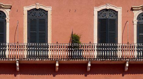 Balcó a la Piazza Brà de Verona.