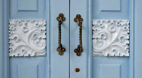 Porta de la Casa Blaua de Cadaqués.