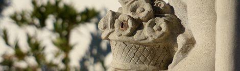 Escultura funerària al cementiri de Vilassar de Dalt.