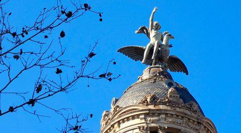 Escultura de Ganímedes a La Unión y El Fénix.