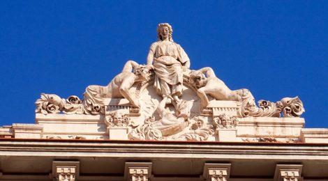 Grup escultòric a l'Edifici Cedimatexsa.