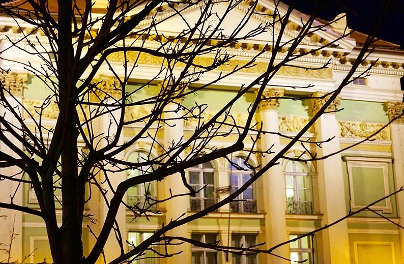 Façana il·luminada del Teatre dels Estats (Stavovské Divadlo). La Ciutat Vella de Praga