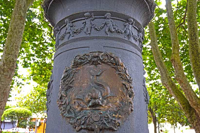 Columna de la Fuente del Deseo.