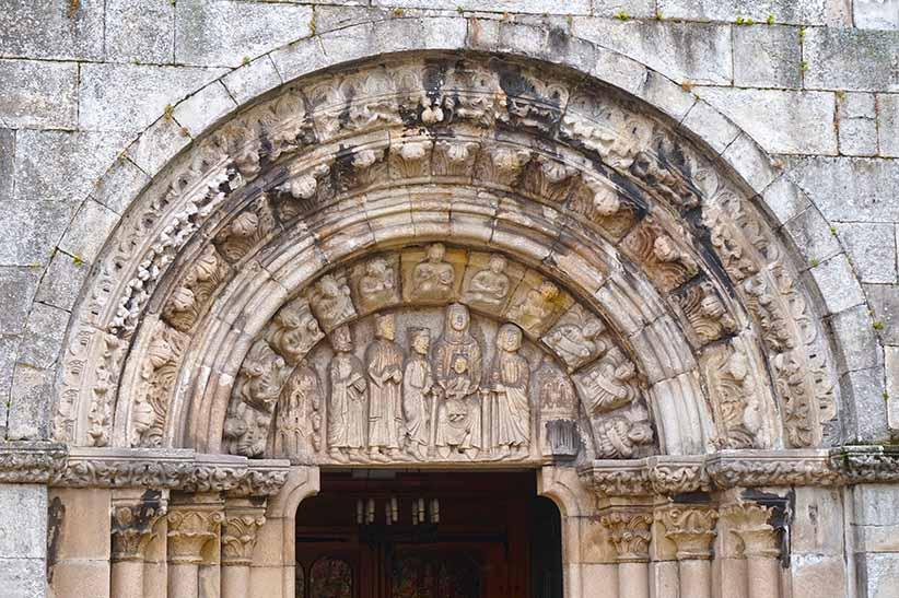 Portalada barroca de Santa Maria do Campo. Primer itinerari per A Coruña