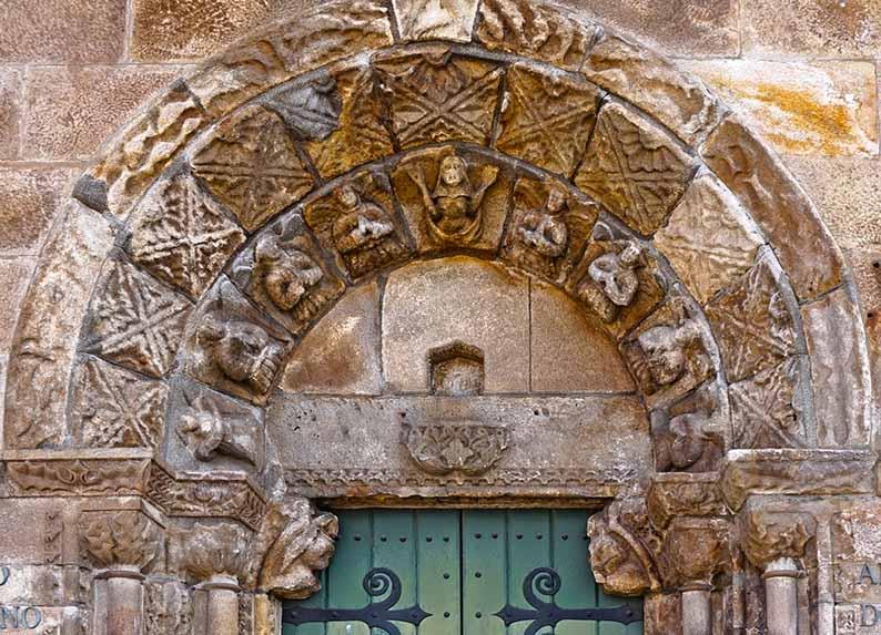 Porta de la capella de l'Hospital de San Andrés. Primer itinerari per A Coruña