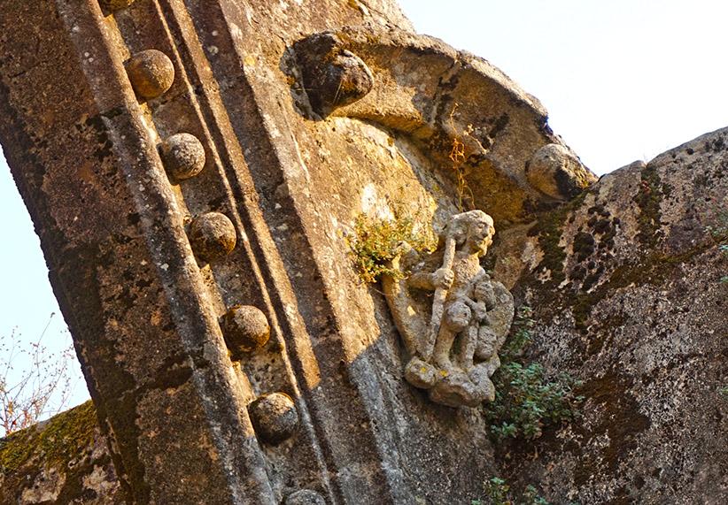 Escultura de Sant Miquel a Santa Mariña Dozo. Visita a Cambados
