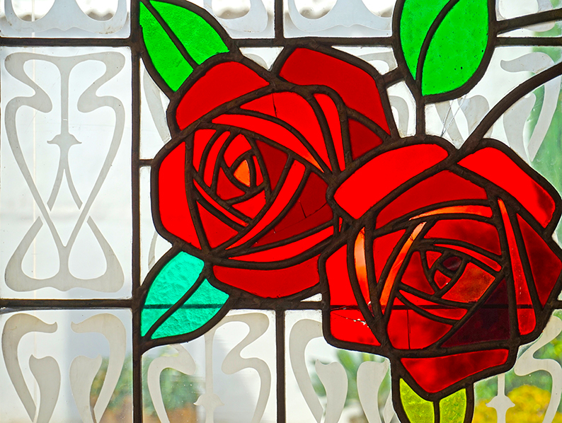 Vitrall amb roses. Museu d'Art de Cerdanyola del Vallès