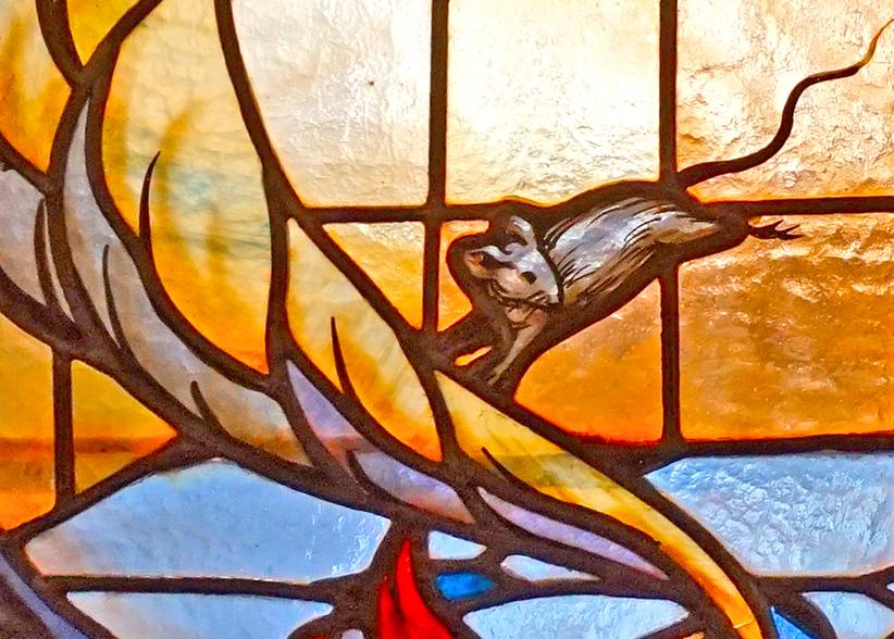 Vitrall amb un ratolí. Museu dArt de Cerdanyola del Vallès
