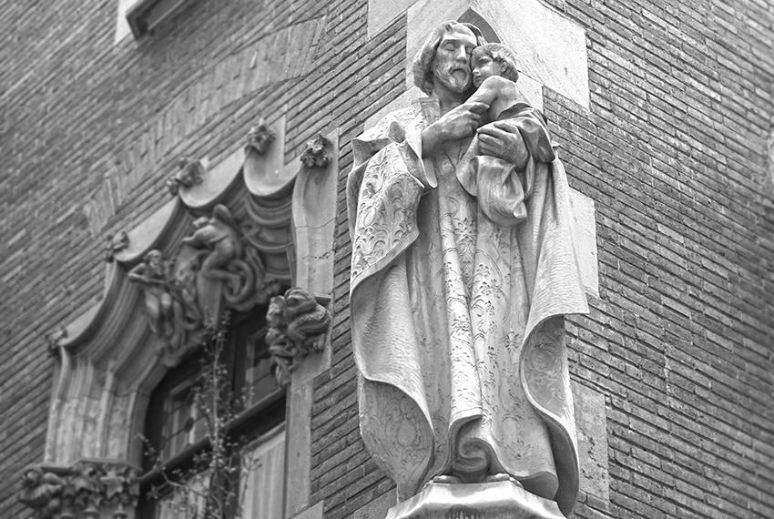 Escultura de Sant Josep a la Casa Martí. Els 4 Gats.