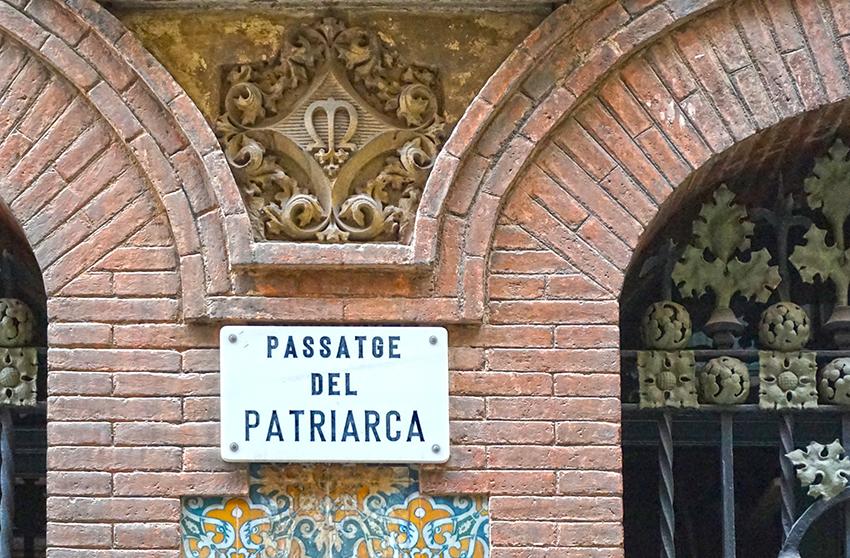 Placa del Passatge del Patriarca.