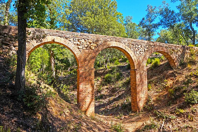 Aqüeducte de maó i pedra. Itinerari de l'aigua a Can Vilallonga