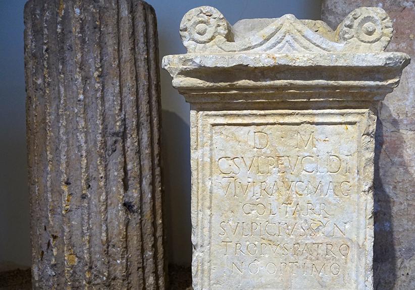 Inscripció gravada en un marbre. Museu Arqueològic Tarragona