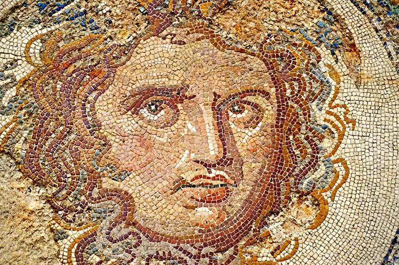 Mosaic de tessel·les amb el cap de Medusa. Mosaics del Museu Arqueològic de Tarragona