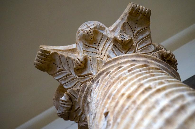 Columna de marbre amb capitell. Museu Arqueològic Tarragona