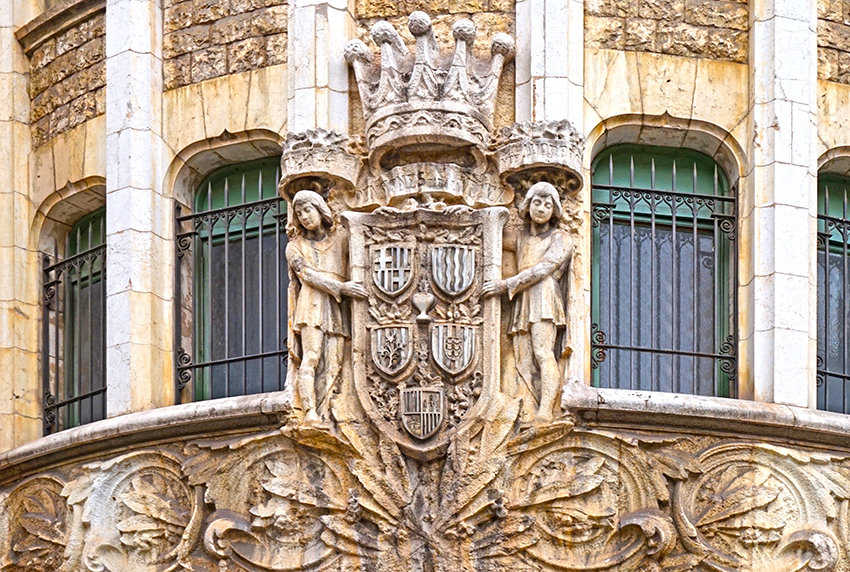 Escut. La Caixa. Carrer Jonqueres. Barcelona