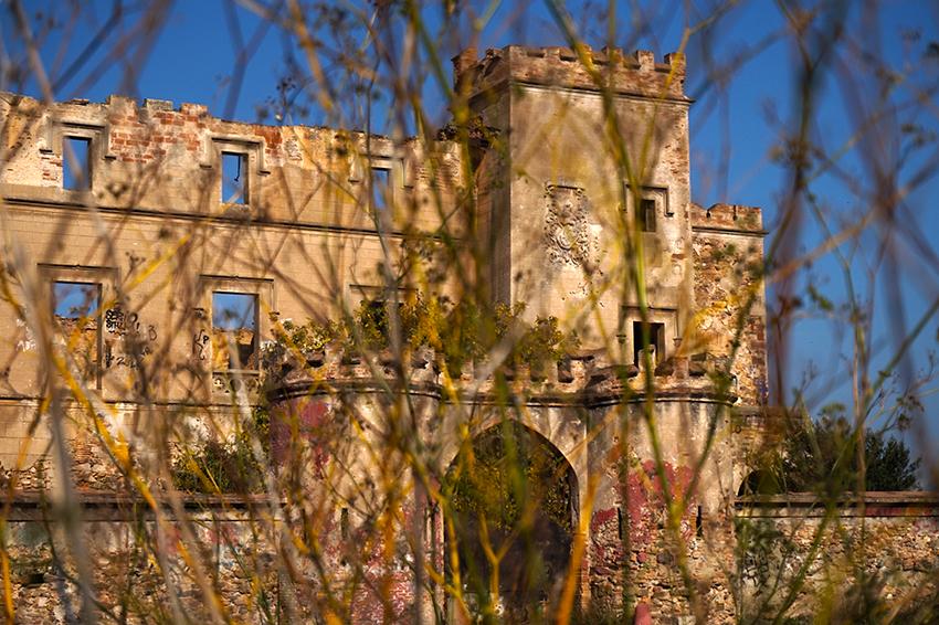 la Torre Salvana en ruïnes. Santa Coloma de Cervelló. Baix Llobregat