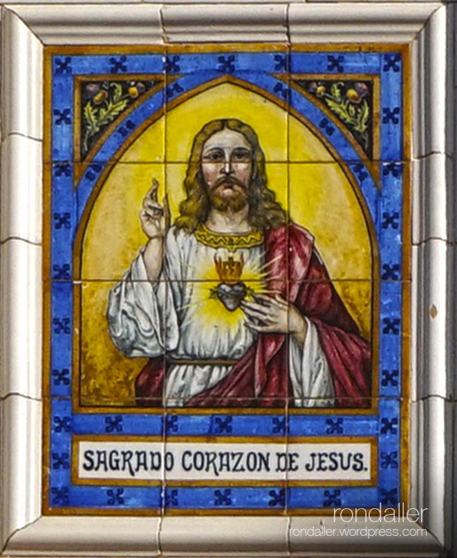 Plafó ceràmic del Sagrado Corazón de Jesús a Olesa de Montserrat.