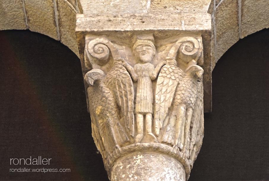 Capitell romànic de Santa Maria de Besalú.