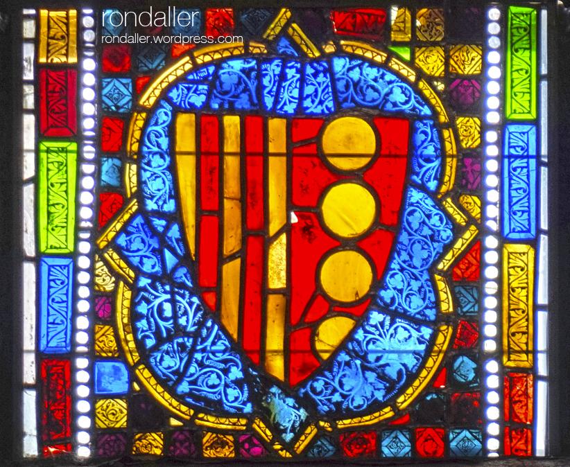 Vitrall amb l'escut d'Elisenda de Montcada.