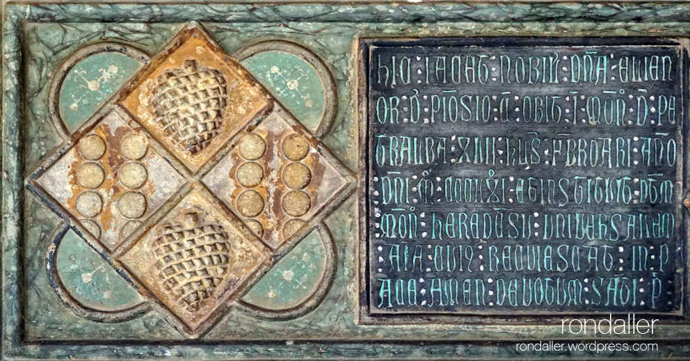 Heràldica al monestir de Pedralbes. Tomba amb l'escut d'Elisenda de Pinós.
