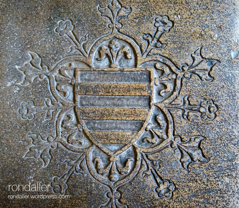 Heràldica al monestir de Pedralbes. Escut de Beatriu de Santa Pau.