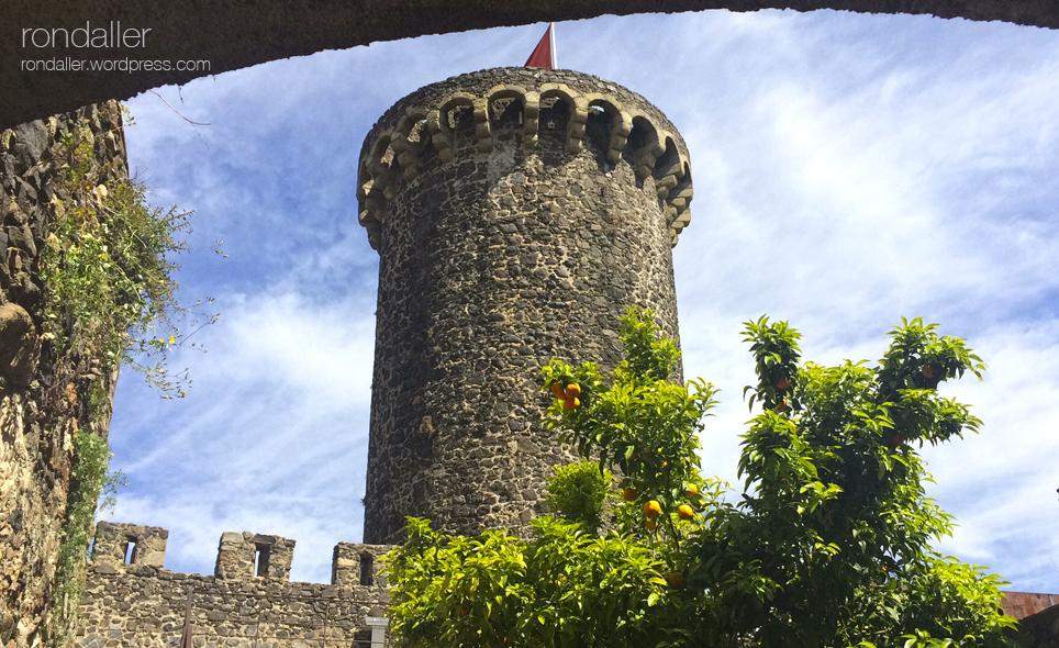 El judici al vescomte Ponç Hug de Cabrera. Hostalric. La Selva. Torre de la fortificació. La Selva.