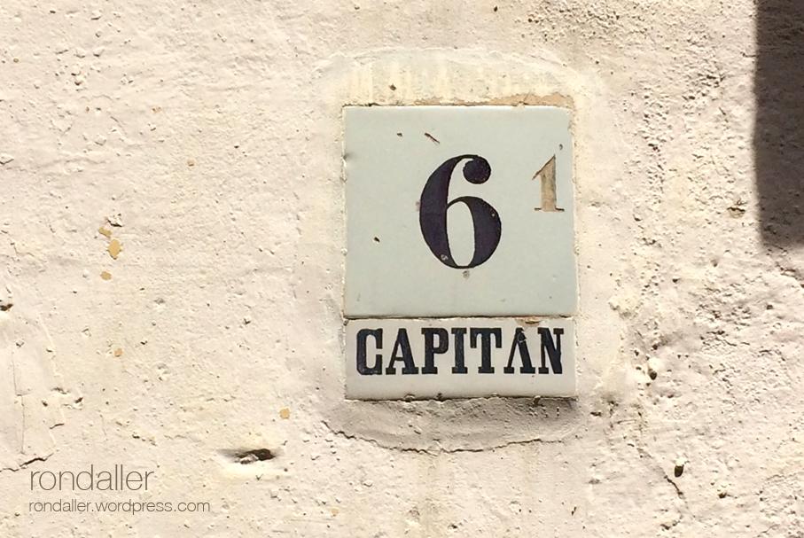 Cases doficials a Hostalric. Rajola a la casa número sis on s'allotjava un capità.
