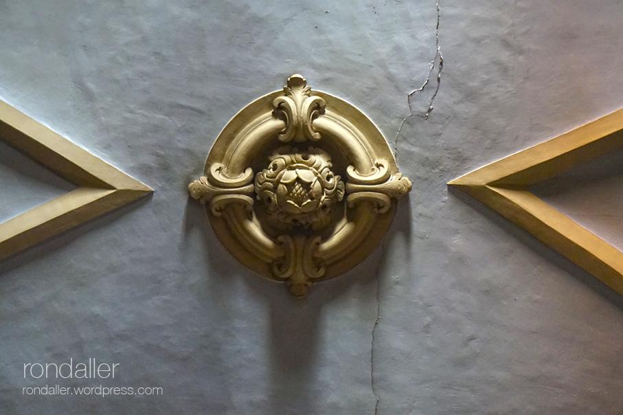 Detall de la decoració del sostre de la Capella del Socós de Centelles. Osona