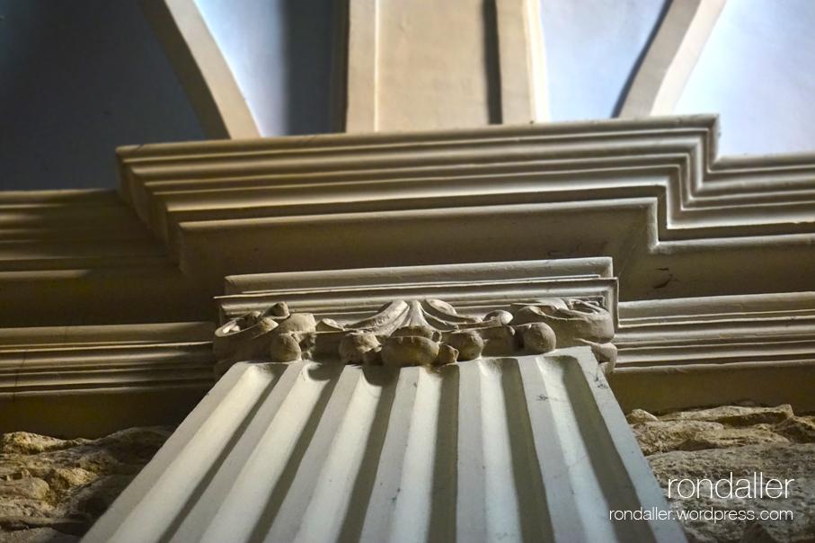 Decoración interior de la Capella del Socós de Centelles. Osona