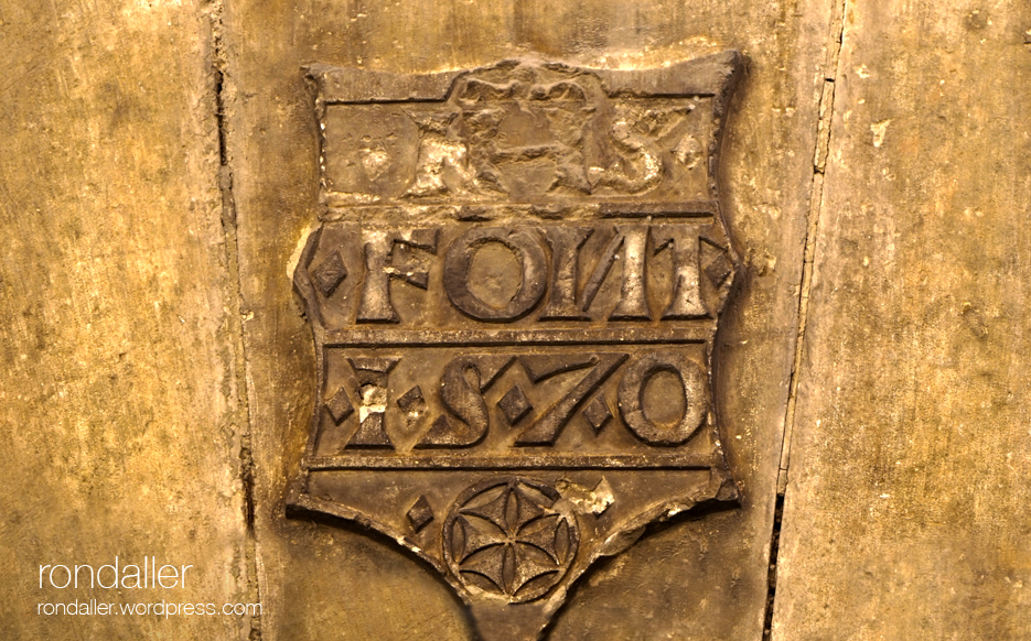 Escut, llinda, hexapètala, inscripció, dentell, símbol, Centelles