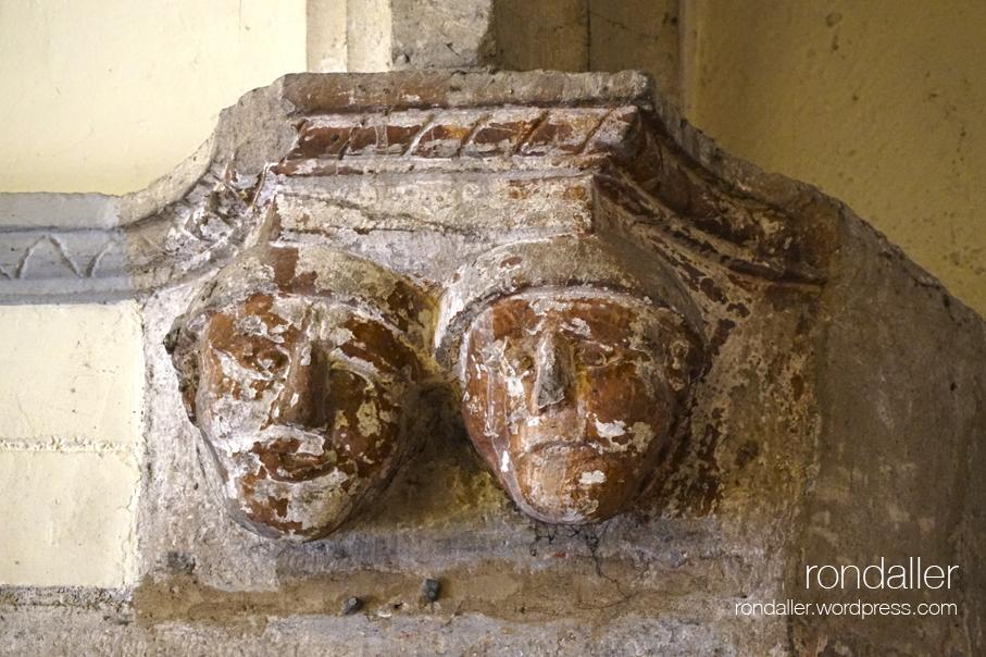 Mènsula amb dues cares. Sant Julià de Palou, Granollers (Vallès Oriental).