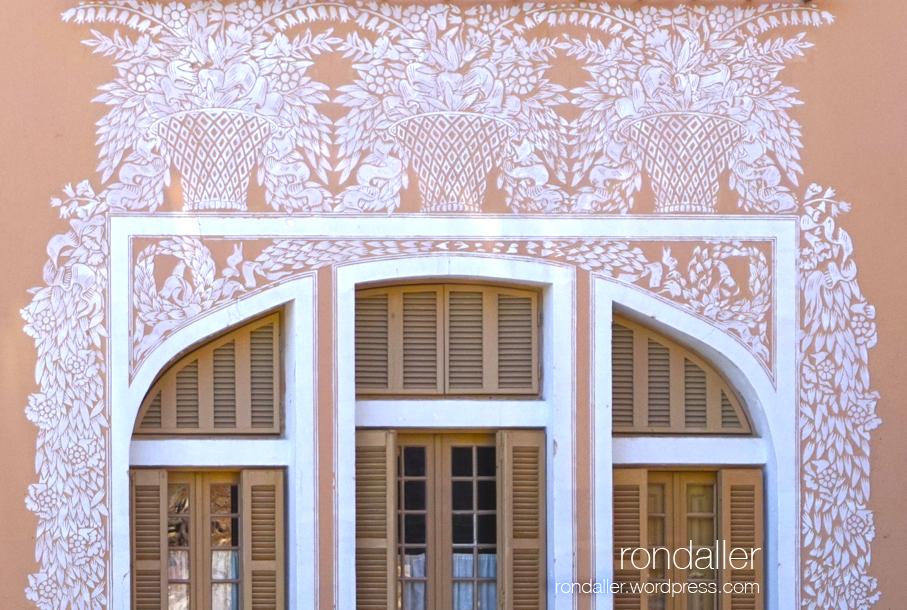 Esgrafiats florals a la Torre Amatller. Excursió per Agell. Cabrera de Mar.