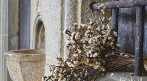 Pica del Santuari Santa Afra al municipi de Sant Gregori a la Vall de Llémena (Gironès).