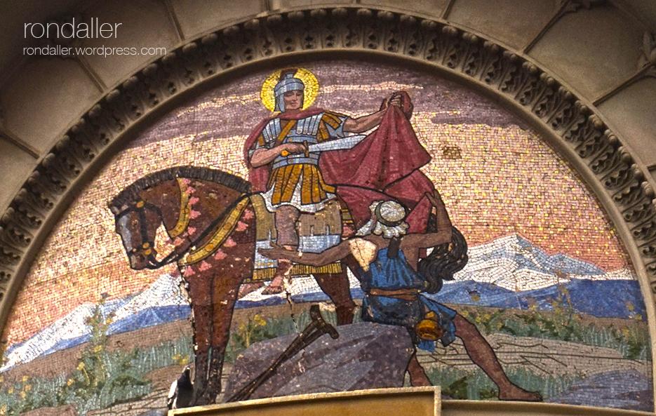 Mosaic representant Sant Martí tallant la capa. Itinerari pel barri del Clot. Sant Martí de Provençals (Barcelona).