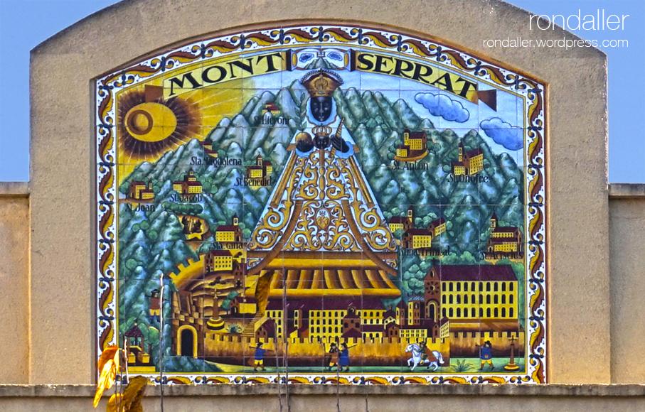 Plafó ceràmic que representa la Moreneta amb Montserrat de fons. Itinerari per Mollet del Vallès, Vallès Oriental.
