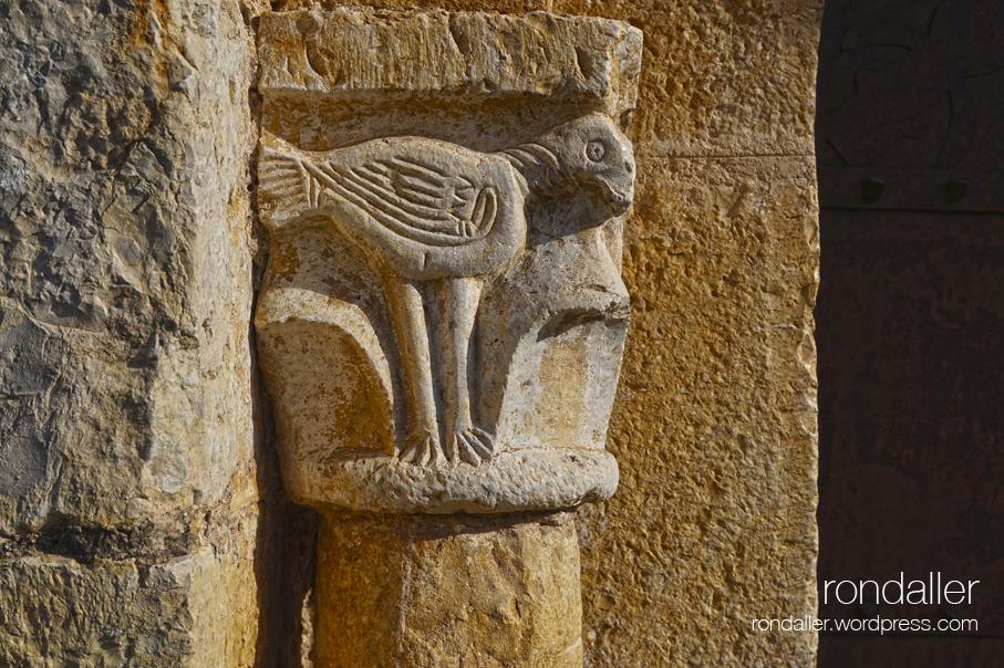 Capitell de l'església de Sant Llorenç d'Adri, Vall de Llémena, Gironès.