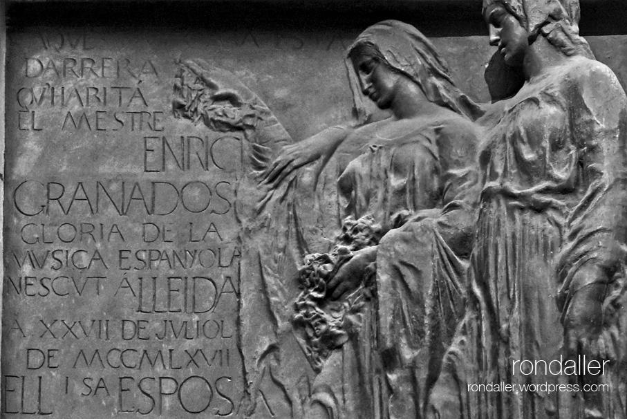placa commemorativa a Enric Granados, al carrer Girona de Barcelona, realitzada per, Joan Borrell