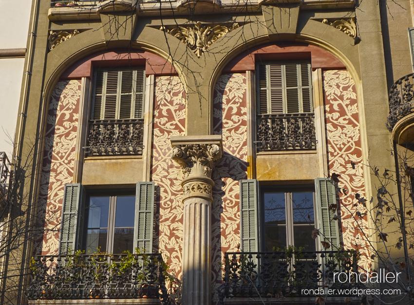 Cases Tomàs Roger al carrer Ausiàs Marc, projectades per Enric Sagnier. Façana.