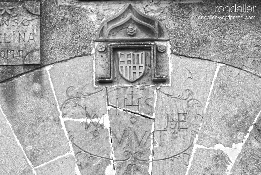 Escut del Mas Avel·lí a les Franqueses del Vallès, Vallès Oriental, Corró d'Avall