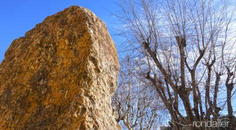 Monument Jaume Almera, Vilassar de Mar, Maresme, roca