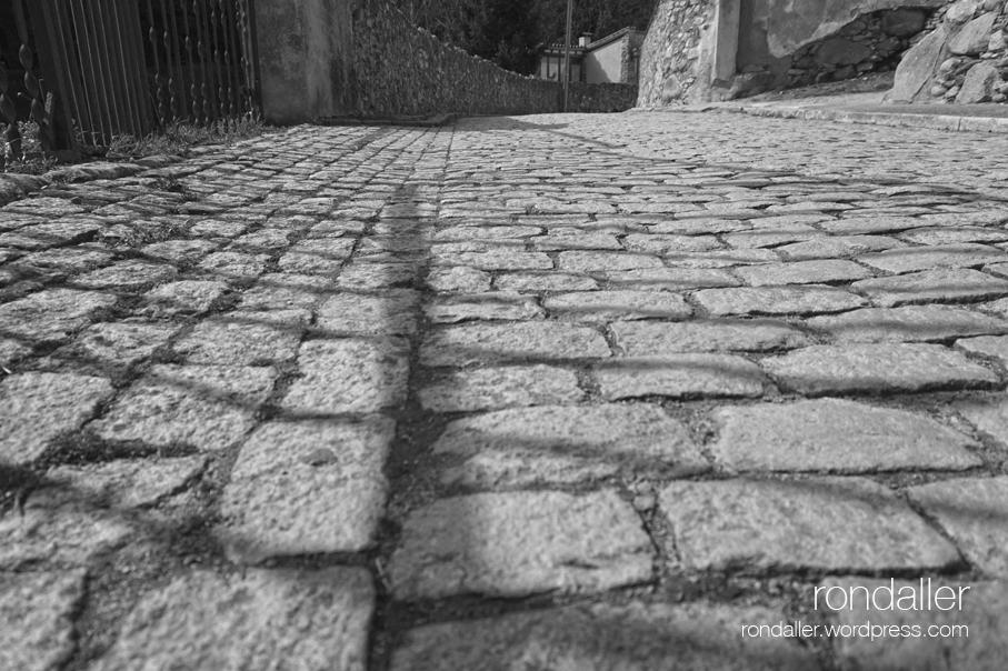 Empedrat al carrer de França.