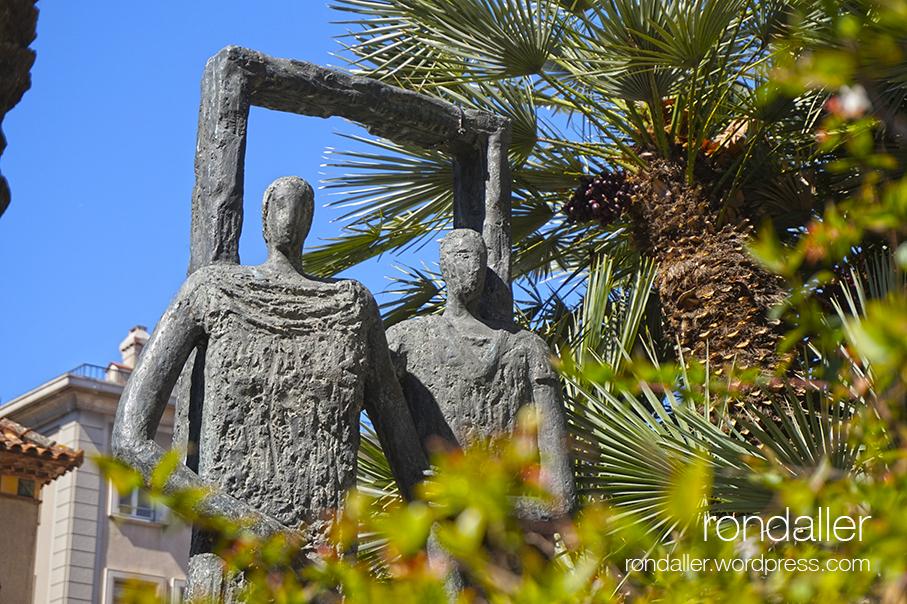 Visita al nucli antic de Figueres. Alt Empordà. Monument de l'Agrupació Mútua.