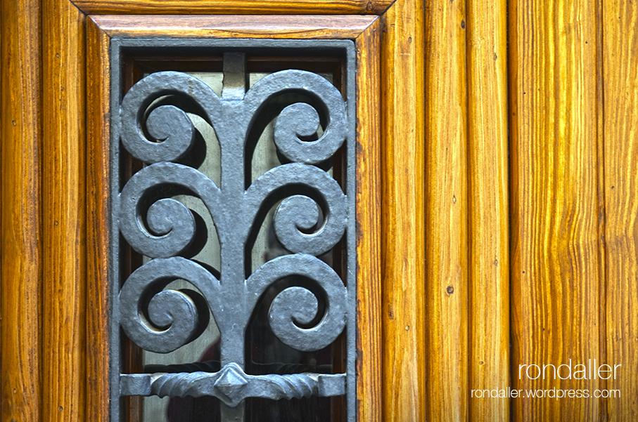 Porta de la Casa Comet. Segon itinerari per Figueres, Alt Empordà.
