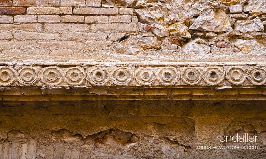 Segon itinerari per Figueres, Alt Empordà. Fris decoratiu de la Casa Romaguera.
