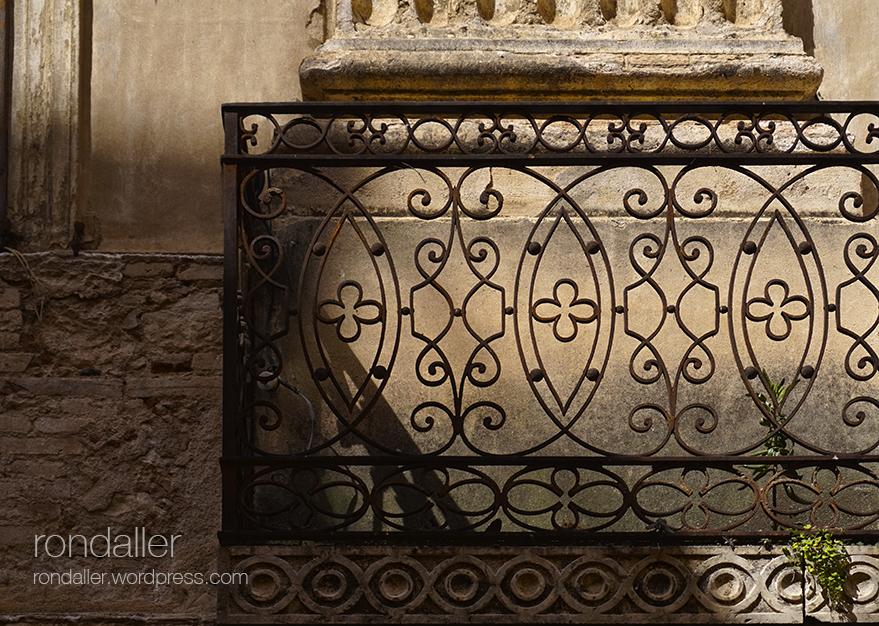 Segon itinerari per Figueres, Alt Empordà. Balcó de la Casa Romaguera.