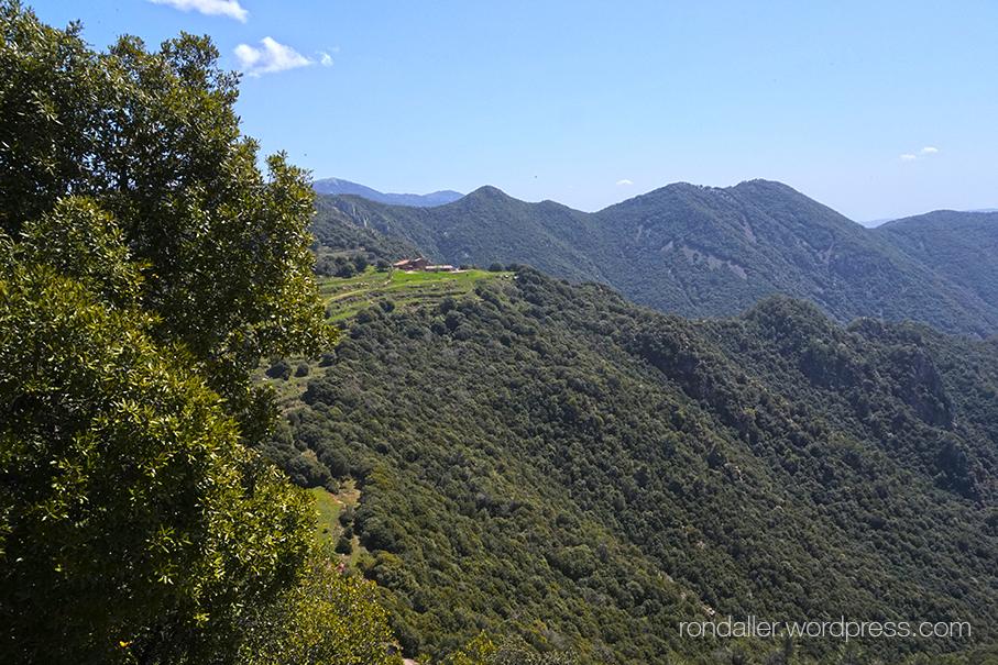 Excursió al cim del Tagamanent, Vallès Oriental. Panoràmica del Montseny.